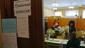 Приемная комиссия одного из вузов. Архив