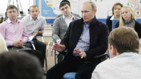 Премьер-министр РФ Владимир Путин встретился с представителями студенческих организаций